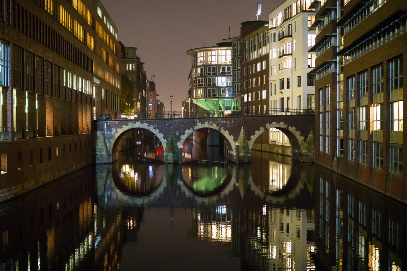 Stadthausbrücke Hamburg am Abend