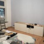 Farbige Wand im Wohnzimmer