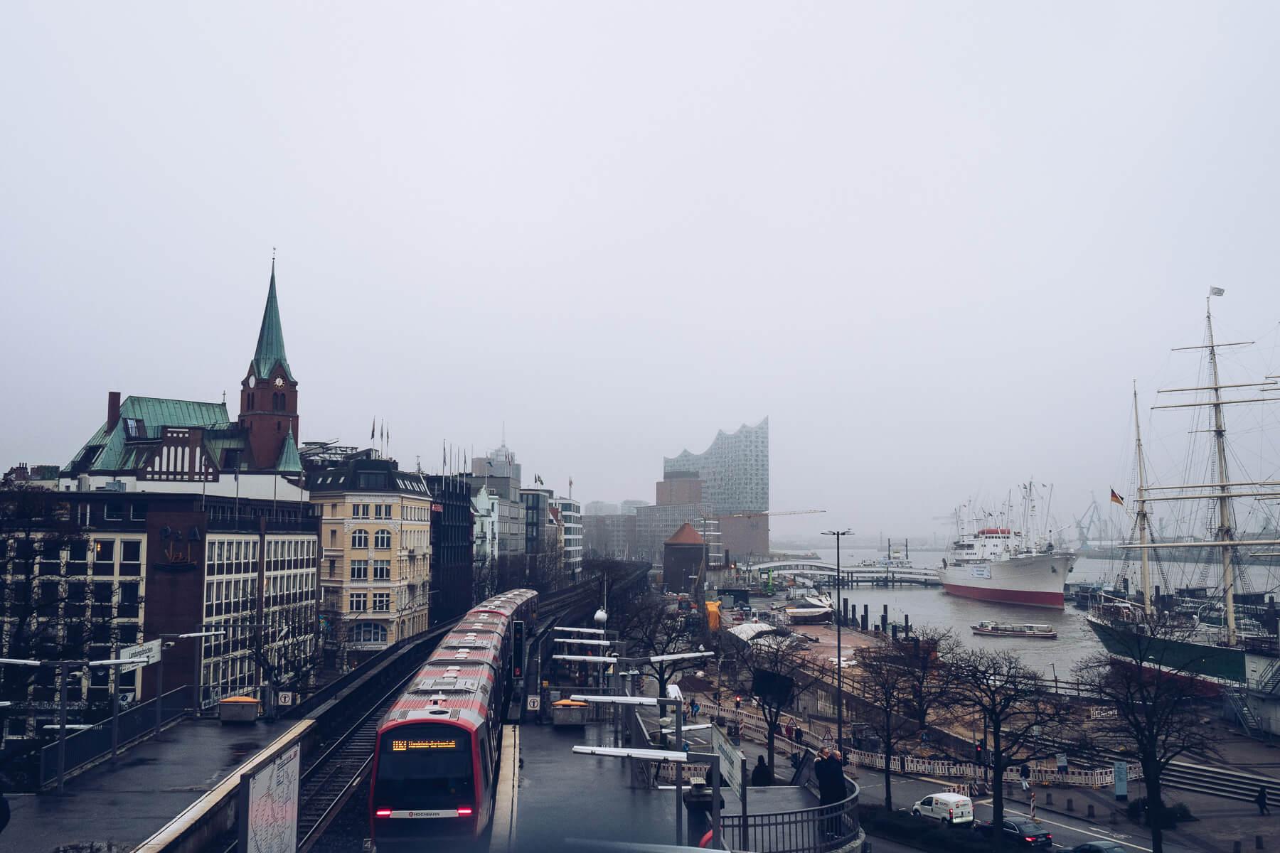 Elbphilharmonie im Nebel